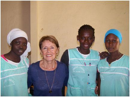 3 collegiennes de Tatene en apprentissage couture au CRETP